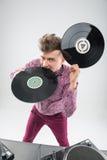DJ που δαγκώνει το βινυλίου αρχείο Στοκ εικόνες με δικαίωμα ελεύθερης χρήσης