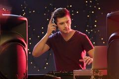 DJ στην περιστροφική πλάκα Στοκ Εικόνες