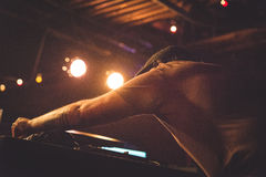 DJ выполняя на этапе Стоковые Фото