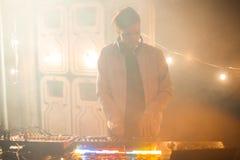 DJ в ночном клубе Party Стоковая Фотография