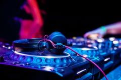dj играя след Стоковые Фотографии RF