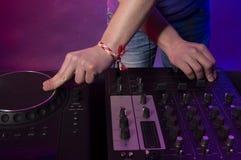 DJ на работе стоковые изображения