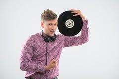 DJ представляя с показателем и большим пальцем руки винила вверх Стоковое Изображение RF