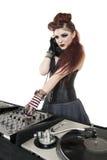 美丽的DJ用在白色背景的声音混合的设备 库存图片