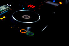 在DJ音乐甲板的转盘 免版税图库摄影