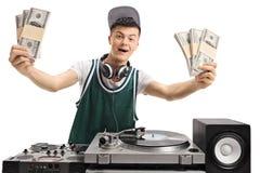 DJ adolescente alegre con los paquetes de dinero Imagenes de archivo