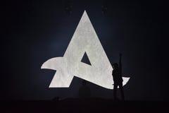 Dj Afrojack miesza na scenie Zdjęcia Stock
