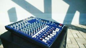 DJ-Audioproduktion und Tonmeisterkonsole stock video