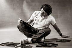 DJ auf dem Fußboden Schwarzweiss Stockfoto