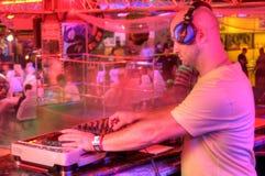 DJ bak kontrollbordet Royaltyfria Foton