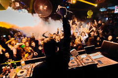 DJ bij club Stock Foto's