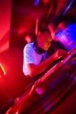 DJ bij de partij, motieonduidelijk beeld Stock Foto