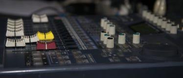 DJ budka jest głównym narzędziem dla tworzyć muzykę obrazy royalty free