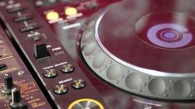 DJ de trabajo consuela almacen de metraje de vídeo