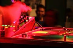 DJ in der Mischung lizenzfreie stockbilder