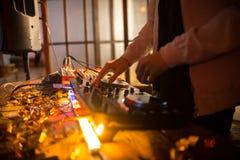 DJ an der Verein-Partei lizenzfreie stockbilder