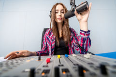 DJ die aan de radio werken Royalty-vrije Stock Foto