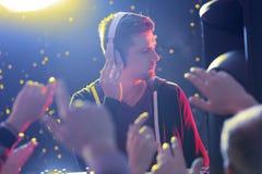 DJ die de muziek voelen Royalty-vrije Stock Afbeeldingen