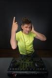 DJ die muziek mengen topview Stock Afbeeldingen