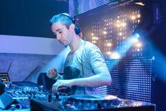 DJ Eddie Halliwell se realiza en el festival urbano de la onda el 16 de abril de 2011 en Minsk, Bielorrusia Imagenes de archivo