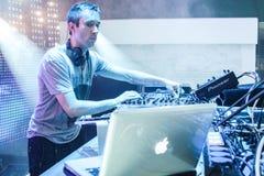 DJ Eddie Halliwell se realiza en el festival urbano de la onda el 16 de abril de 2011 en Minsk, Bielorrusia Fotos de archivo