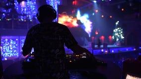 DJ en club almacen de metraje de vídeo