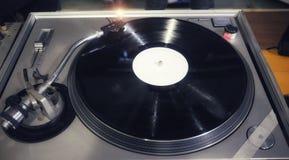 DJ en consola fotos de archivo libres de regalías