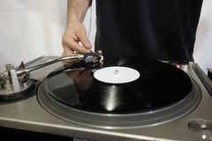DJ en consola imágenes de archivo libres de regalías