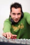 DJ en el mezclador sube Foto de archivo libre de regalías
