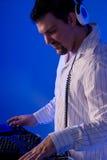 DJ en la cubierta. Imagen de archivo libre de regalías