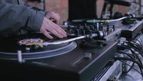 演奏在唱片球员的DJ音乐 DJ党股票futage 股票录像
