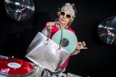 DJ-Großmutter Stockfoto