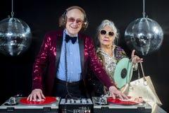 DJ-Großmutter und -großvater stockfotos
