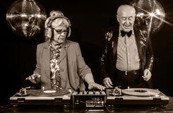 DJ-Großmutter und -großvater Stockbild