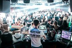 DJ in London schlagen mit einer Keule stockfotografie