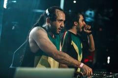 DJ Meg en DJ Nerak levend in Moskou Royalty-vrije Stock Foto's