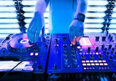 DJ mengt het spoor stock foto's
