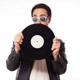 DJ met vinyl op witte achtergrond wordt geïsoleerd die Stock Foto's