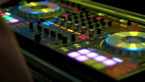 DJ mezcla el vídeo de la pista HD almacen de video
