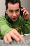 DJ am Mischer steigen ein Lizenzfreies Stockbild