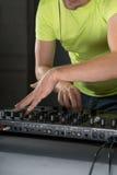 DJ-Mischernahaufnahmeporträt Lizenzfreies Stockbild