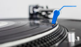 DJ needle on a vinyl record Royalty Free Stock Photos