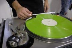 DJ no console Imagens de Stock