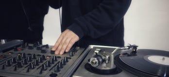 DJ no console Imagens de Stock Royalty Free