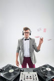 DJ no trabalho isolado no fundo branco Foto de Stock