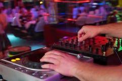 DJ op het werk, discopartij Stock Foto