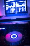 DJ pociesza mieszać biurka Ibiza domu muzyki przyjęcia klub nocnego zdjęcie stock