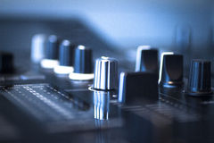 DJ pociesza mieszać biurka Ibiza domu muzyki przyjęcia klub nocnego Obrazy Stock
