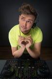 DJ pokazuje serce podpisuje Zdjęcie Royalty Free
