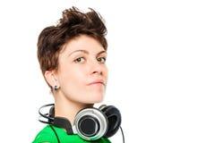 Dj portret z hełmofonami wokoło jej szyi Obrazy Stock
